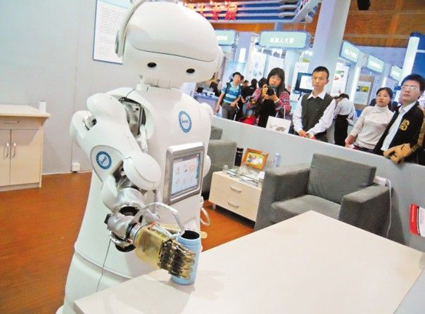 首家机器人商店亮相 第一批机器人服务员上岗