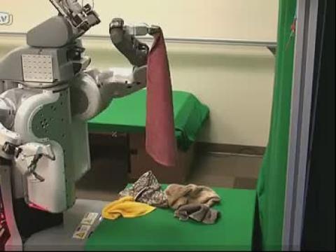 懒人新帮手——会叠衣服会区分面料的机器人