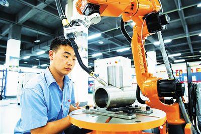 中国成为全球最大工业机器人市场