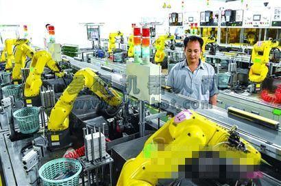 """探访多家机器换人工厂 因地制宜才能挖掘人的""""关键""""作用"""