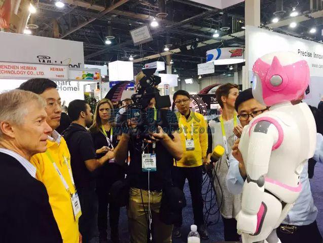 与pepper媲美有过之而无不及 i宝机器人引爆美国CES展