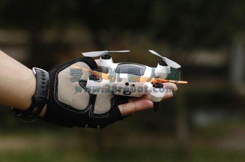 无人机亮相春晚受欢迎 业内:未来小型化是发展趋势之一