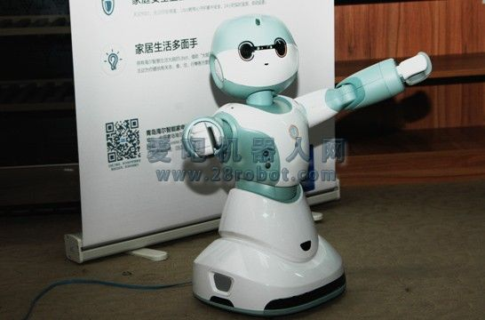 """集""""听说嗅知动""""一体 海尔机器人开启交互新方式"""