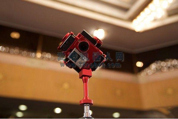 盘点两会高科技采访神器:虚拟现实、机器人解读等