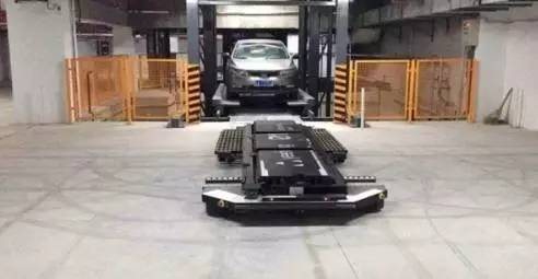 南京惊现机器人停车场!女司机感动到哭!