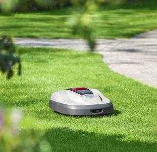 除草机器人Tertill:太阳能供电自动修剪草坪