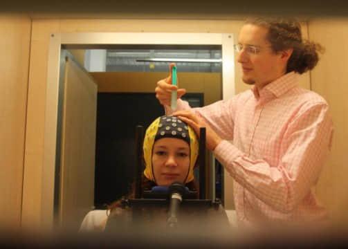 人工神经网络技术解码人类行为和想象时的大脑活动信号