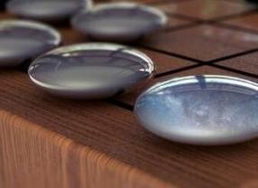 谷歌AlphaGo Zero软件 通过自我对弈强化围棋学习