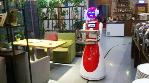 四代餐厅送餐机器人