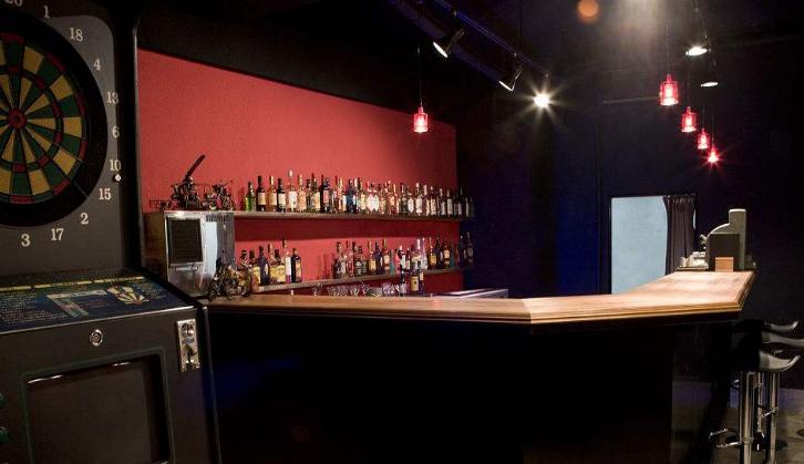 """日本机器人酒店推出""""无人酒吧"""" 颇为人气"""