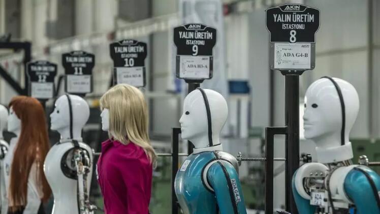 探访土耳其人形机器人工厂 塑不同造型 着不同服饰