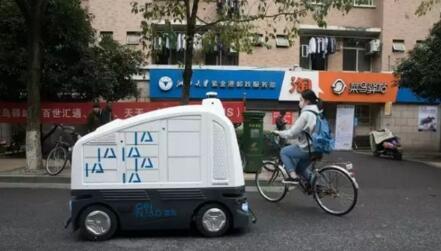 菜鸟快递机器人 一个可移动的自动提货柜