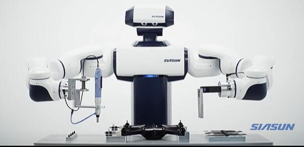 新松工业双臂协作机器人