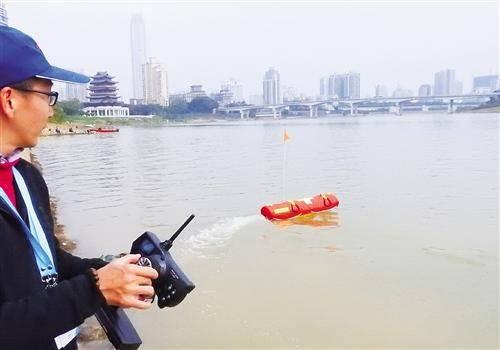 水上救生机器人