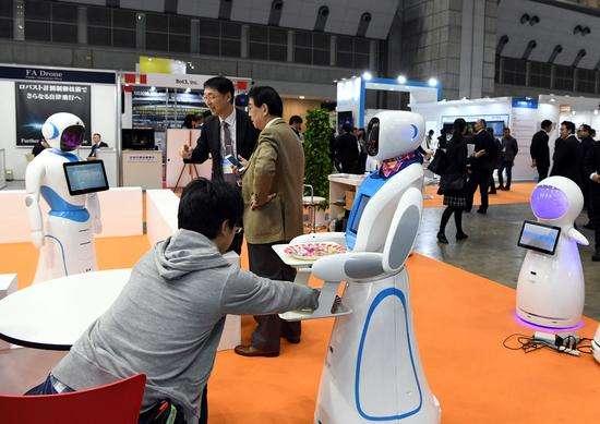 国际机器人展东京开幕 各国最新机器人争奇斗艳