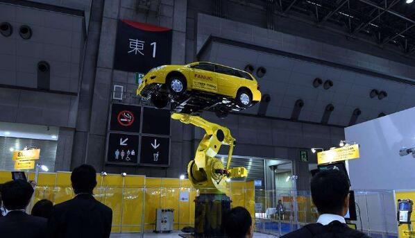 东京国际机器人展现场工业机器人机械臂展示