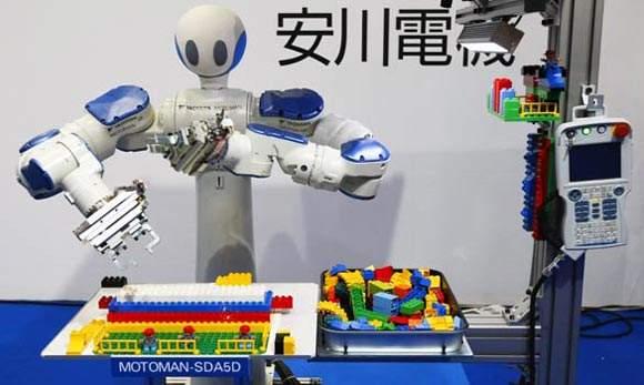 东京国际机器人展现场双臂协作机器人展示