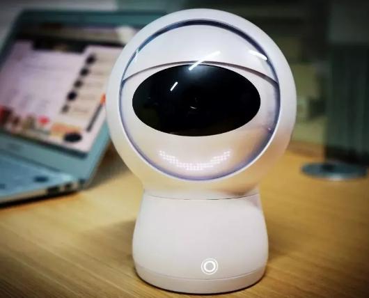 小墨机器人评测:中英双语交互 尬聊骚出天际