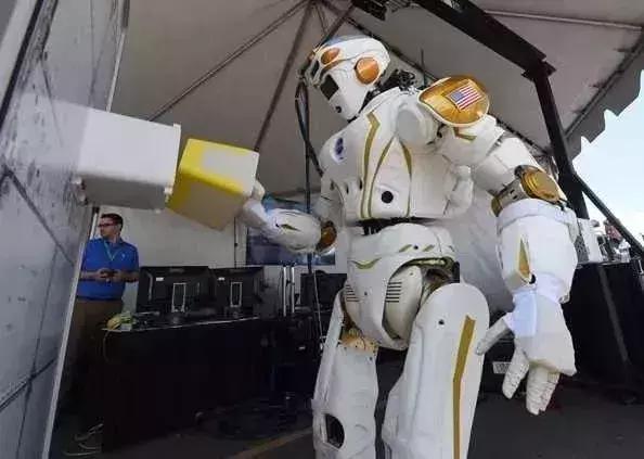这六类机器人推动国内工业机器人的发展