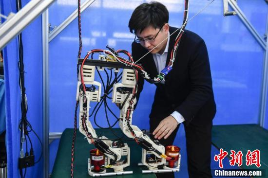 仿人机器人Jet-HR1