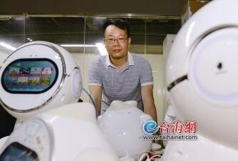 他的机器人多才多艺 专访人工智能幼教研发者郭长琛
