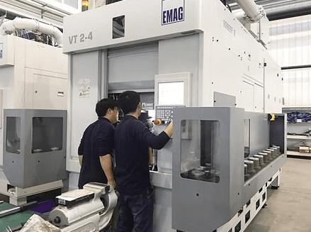 """打破国外技术垄断 机器人""""永川""""焊接水平可达8级"""