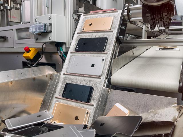 作为 Apple 在材料回收领域的最新创新,机器人 Daisy 可拆解九种不同版本的 iPhone
