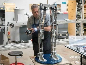 实拍英国机器人工厂