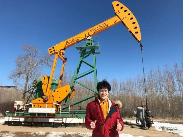 """中国小伙创造机器""""神龙""""机器人,自由悬浮、穿行、无所不能!"""