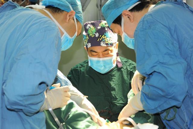 创业英雄 妙手机器人:让基层医院用上手术机器人