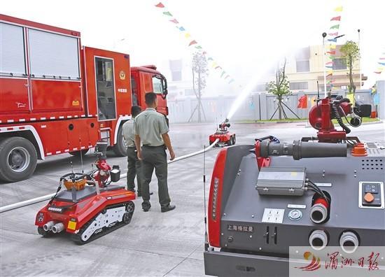 灭火机器人亮相秀屿石门澳石化特勤消防站 为目前莆田市唯一