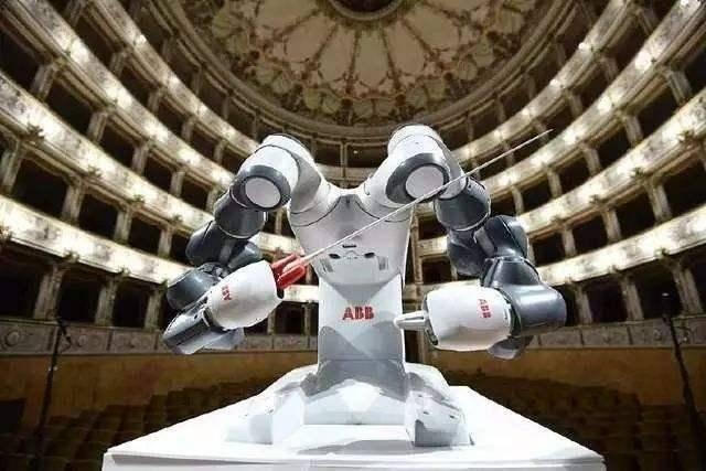 传统机器人太笨重、太危险?协作机器人颠覆制造业!