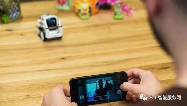 人类情感伴侣 Anki推出Vector智能机器人