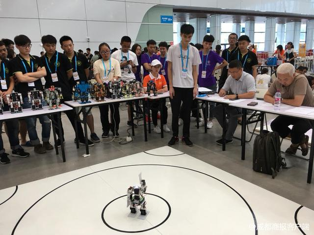 """4000选手宜宾""""论剑"""" 2018中国机器人大赛今日开赛!"""