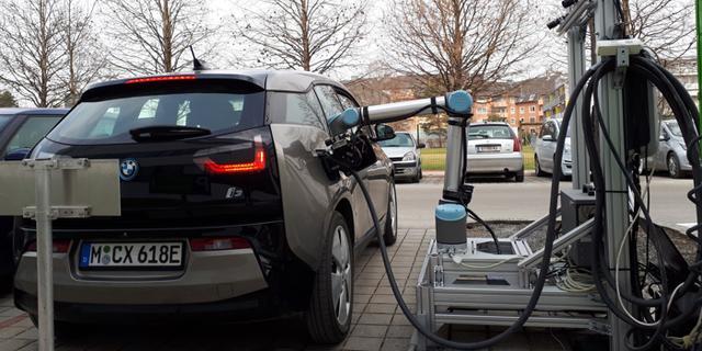 格拉茨技术大学研发机器人快速充电系统 可自动为电动汽车充电