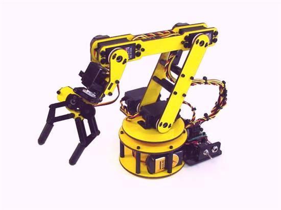 五台工业机器人就有一台产自广东