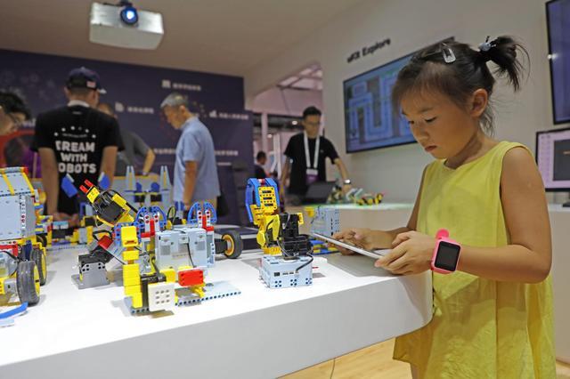 """优必选亮相世界机器人大会 B端C端齐发力""""教育+人工智能"""""""