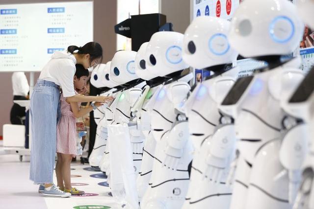 世界机器人大会开幕 副总理刘鹤:坚决保护外商在华合法权益