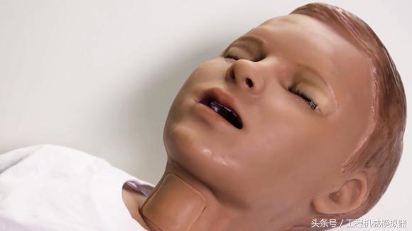 医疗训练机器人男孩哈尔(Hal)正在抽搐