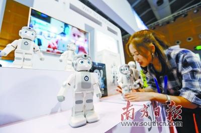 唱歌跳舞机器人少了 工业应用机器人多了
