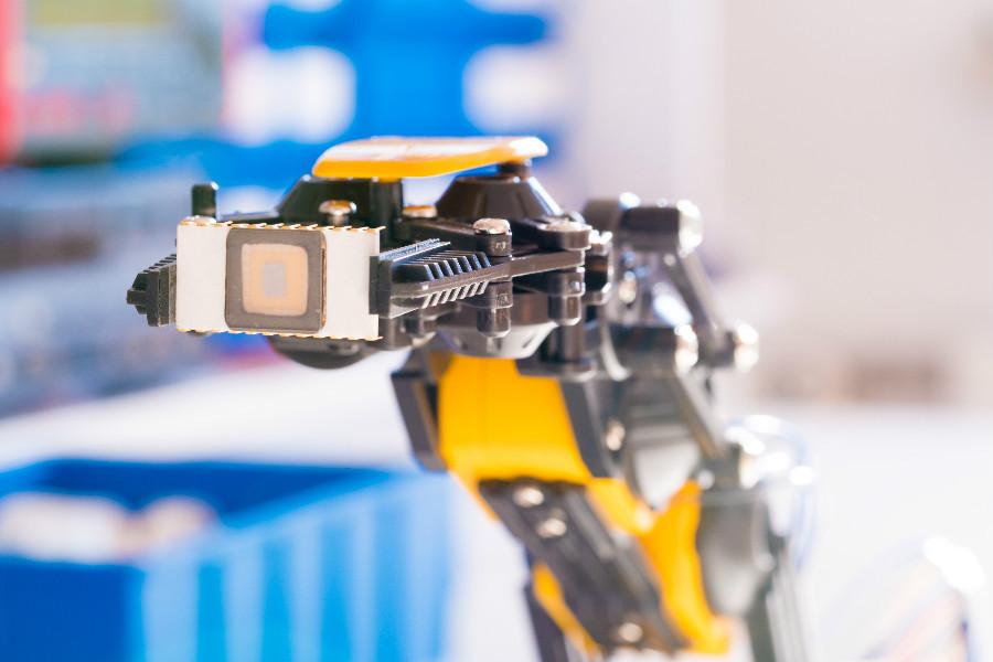 瓶颈、困惑、突围,2018国内工业机器人投资指北
