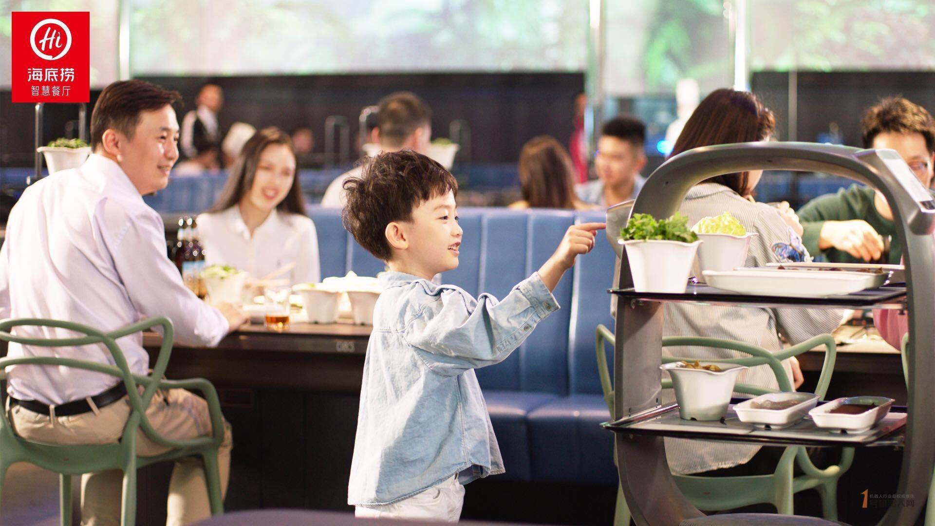 海底捞趣事 送餐机器人是从无到有的存在