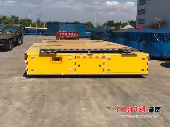 """湖南首台""""200吨重载AGV""""投入使用"""