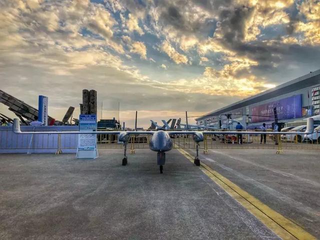 HW-350小型多用途长航时无人机圆满完成首飞