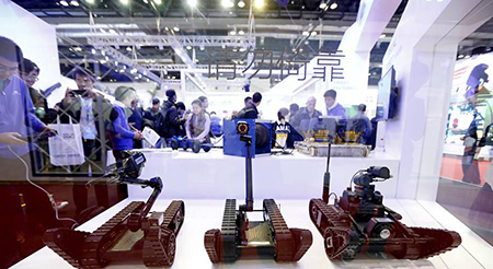 哈工大机器人集团(HRG)研发的三款排爆机器人