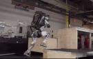 波士顿动力机器人跑酷