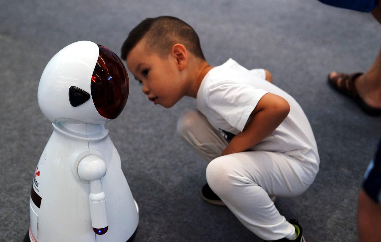 """早教机器人""""去火"""""""