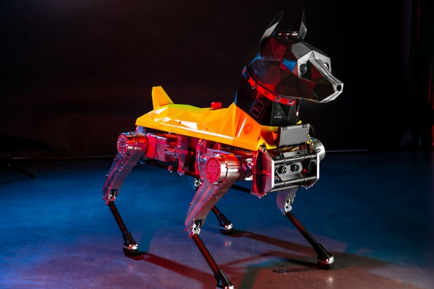 "Astro机器狗的3D打印头部中包含了支持AI的""大脑"""