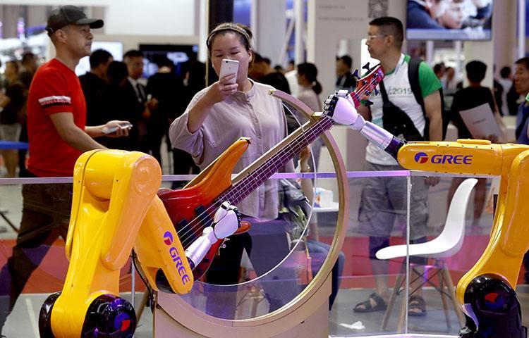 报告:中国工业机器人市场连续7年排名全球第一