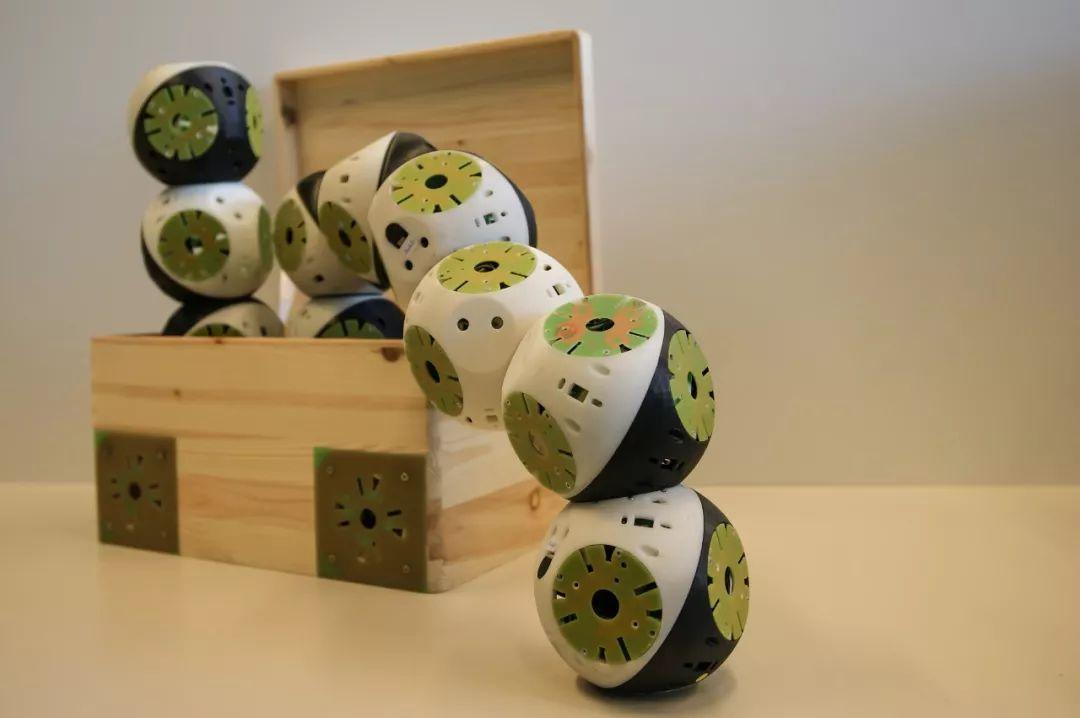 瑞士发明家具机器人!模块化设计,能移动,能变形